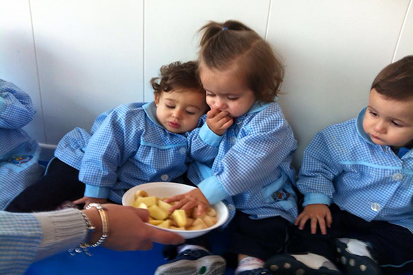 Hacer que los niños coman verduras