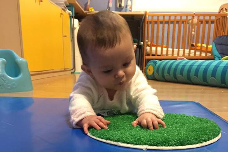enseñar a los niños a jugar solos